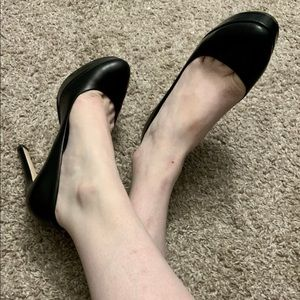 Black pumps leather